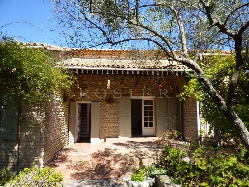 ventes proche gordes vendre charmante villa en pierres sur un joli jardin de plus de 6 200 m. Black Bedroom Furniture Sets. Home Design Ideas