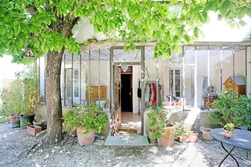 ventes dans le village de robion dans le luberon vendre maison de charme avec belle v randa. Black Bedroom Furniture Sets. Home Design Ideas