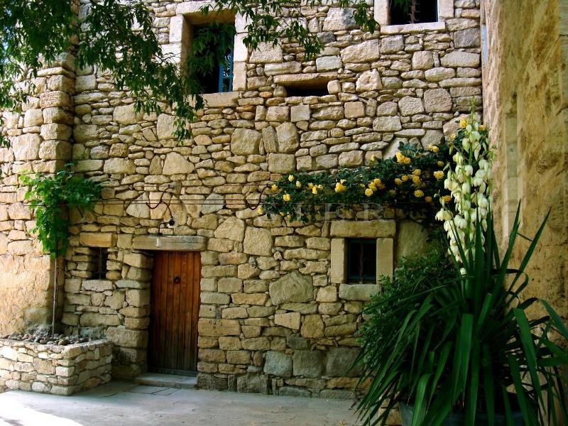 Ventes a vendre en luberon tr s originale maison semi for Agnes b la maison sur l eau