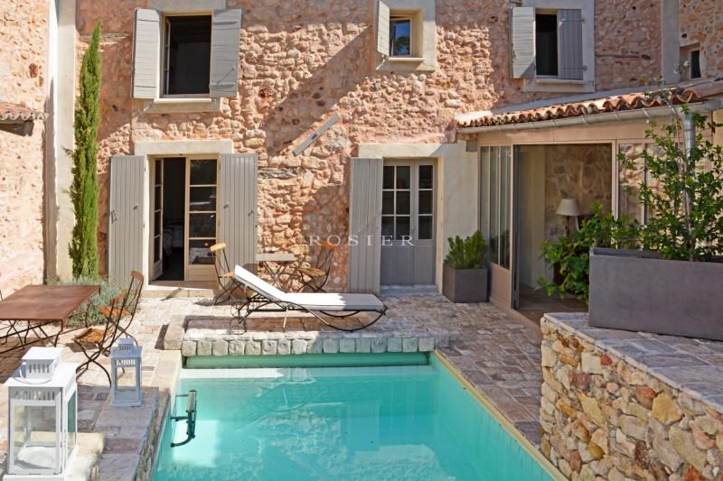 Maison restaurée à vendre dans le Luberon