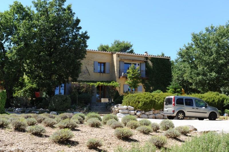 Maison traditionnelle avec vue sur la campagne environnante à vendre en Luberon