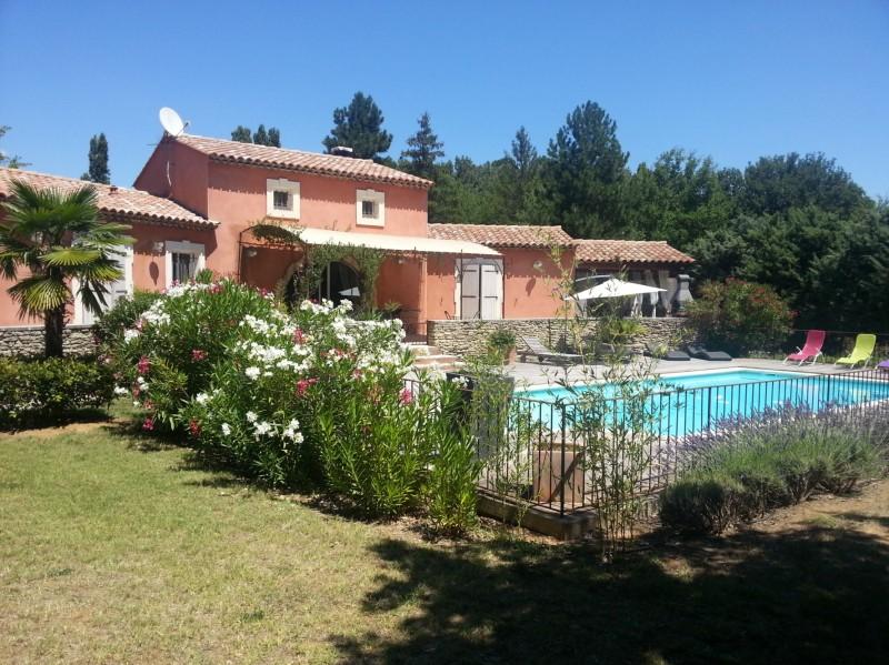 Villa traditionnelle avec piscine à vendre dans le Luberon