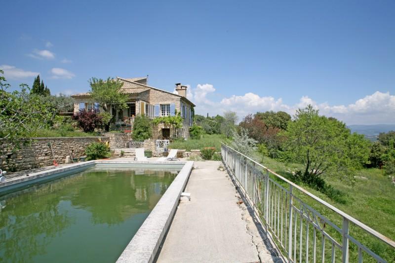 Maison en pierre avec piscine à vendre en Provence