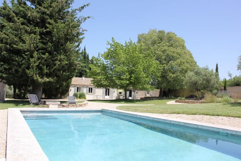 Jolie maison de plain pied avec piscine à vendre dans le Luberon