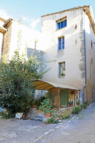 Maison de village avec restaurant à vendre dans le Luberon