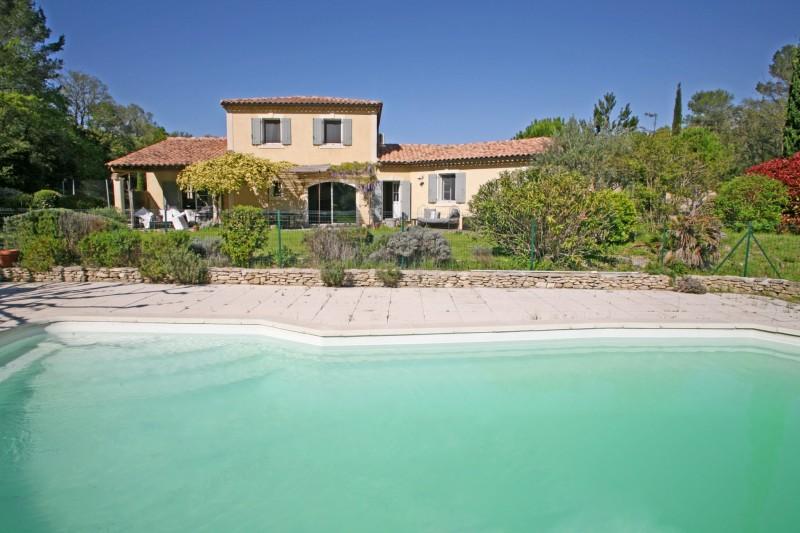 Maison traditionnelle avec piscine aux portes du Luberon