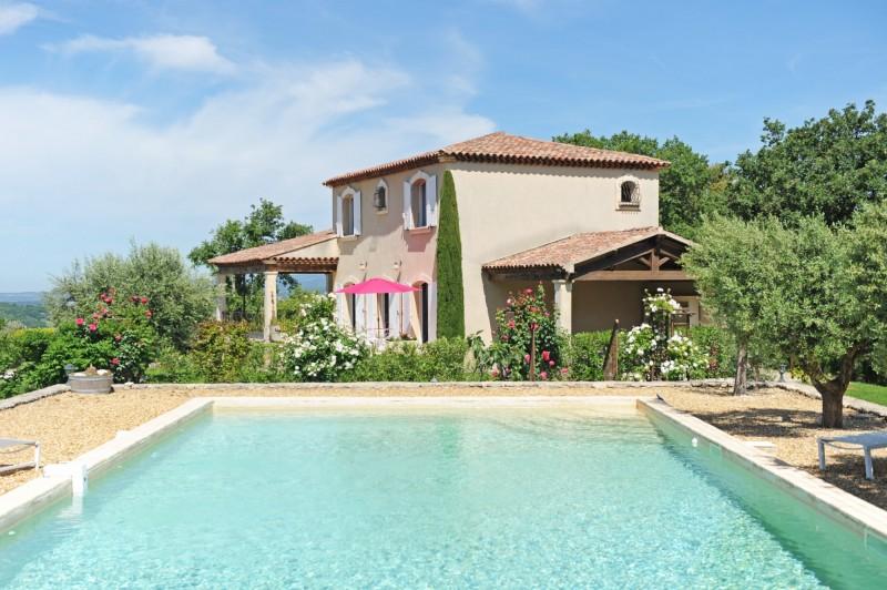 Bastide avec piscine et vue sur la vallée du Luberon