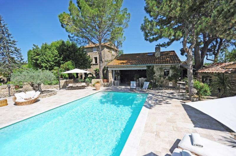 Mas ancient rénové avec piscine en Provence