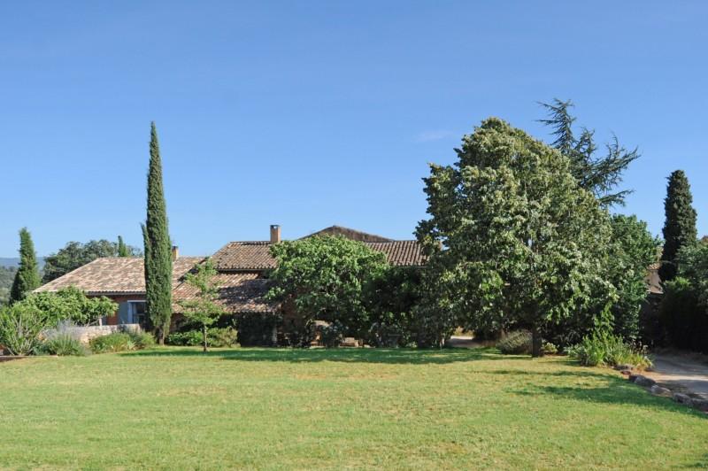 Propriété en pierres à Roussillon