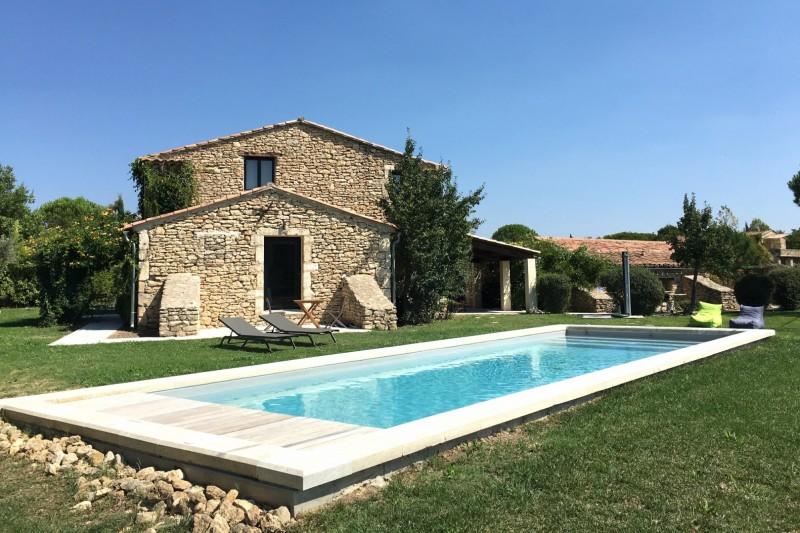 Maison en pierres avec piscine en Luberon