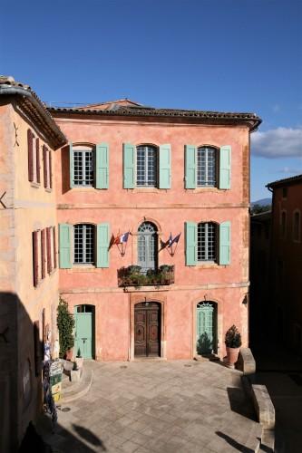 La mairie de Roussillon en Luberon