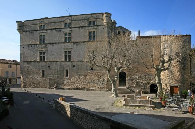 Le chateau de Gordes vu de l'agence Rosier