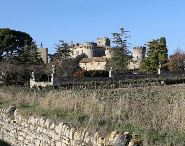 Vue générale du château de Murs, Luberon
