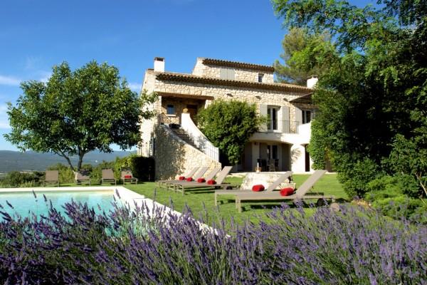 A louer à Roussillon belle maison en pierre